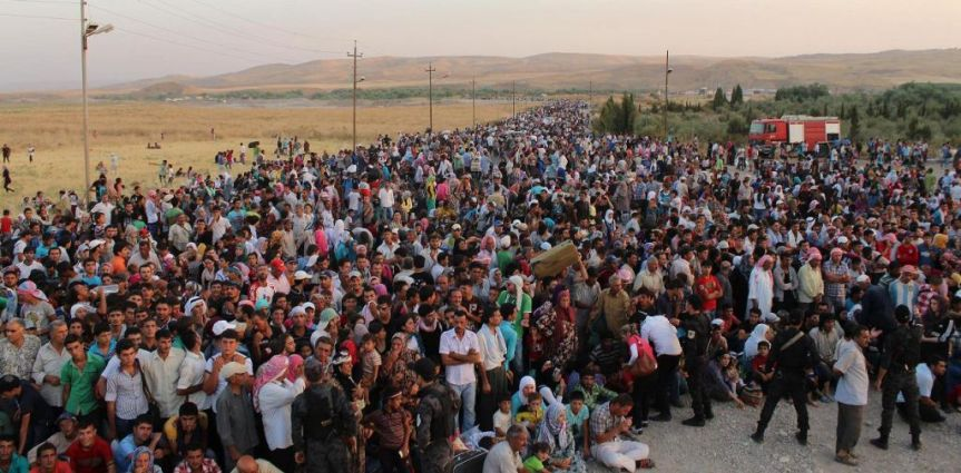 Thousands of Syrian refugees crossing into Iraq on August 15, 2013. (photo credit: AP/HO)